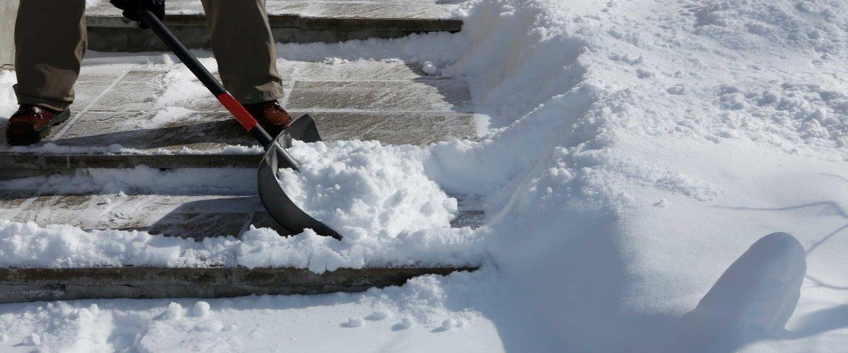 Winterdienst Schnee schippen